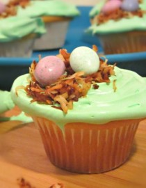 'Eggs in a Basket' Easter Cupcakes - FI