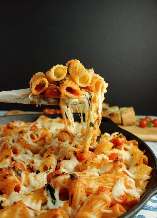 Easy Caprese Rigatoni w/ Creamy Red Pepper Sauce & Smoked Mozzarella