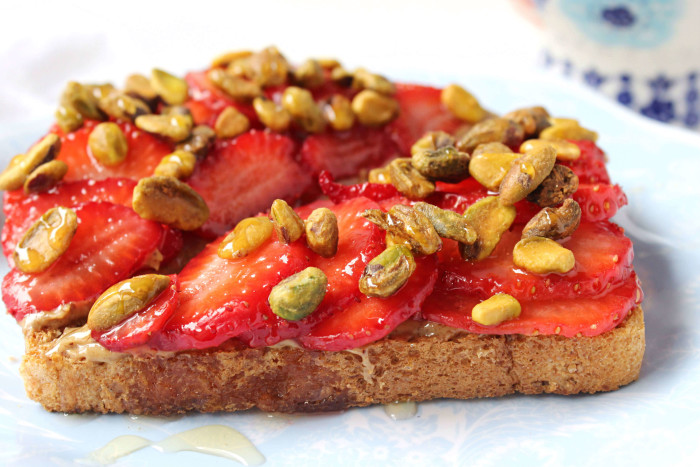 Sweet 'n Crunchy Almond Butter + Strawberry Toasts