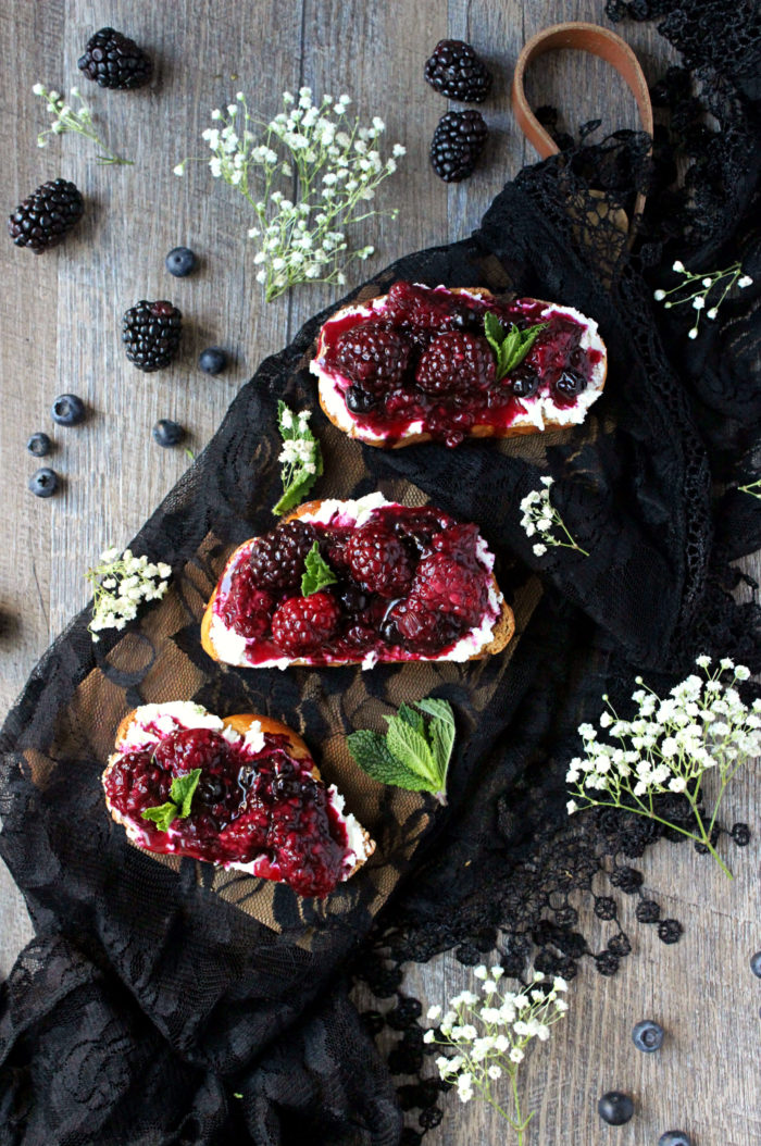 Blackberry Goat Cheese Toasts
